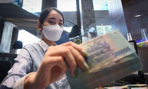 Vốn rẻ chảy vào ngân hàng bất ngờ chậm lại